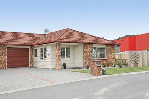 851-WO4350-Mews-Wainuiomata-Lower-Hutt-City-Wellington-New-Zealand1.jpg